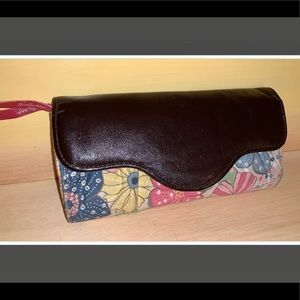 Thirty-one floral tri-fold kiss-lock coin wallet